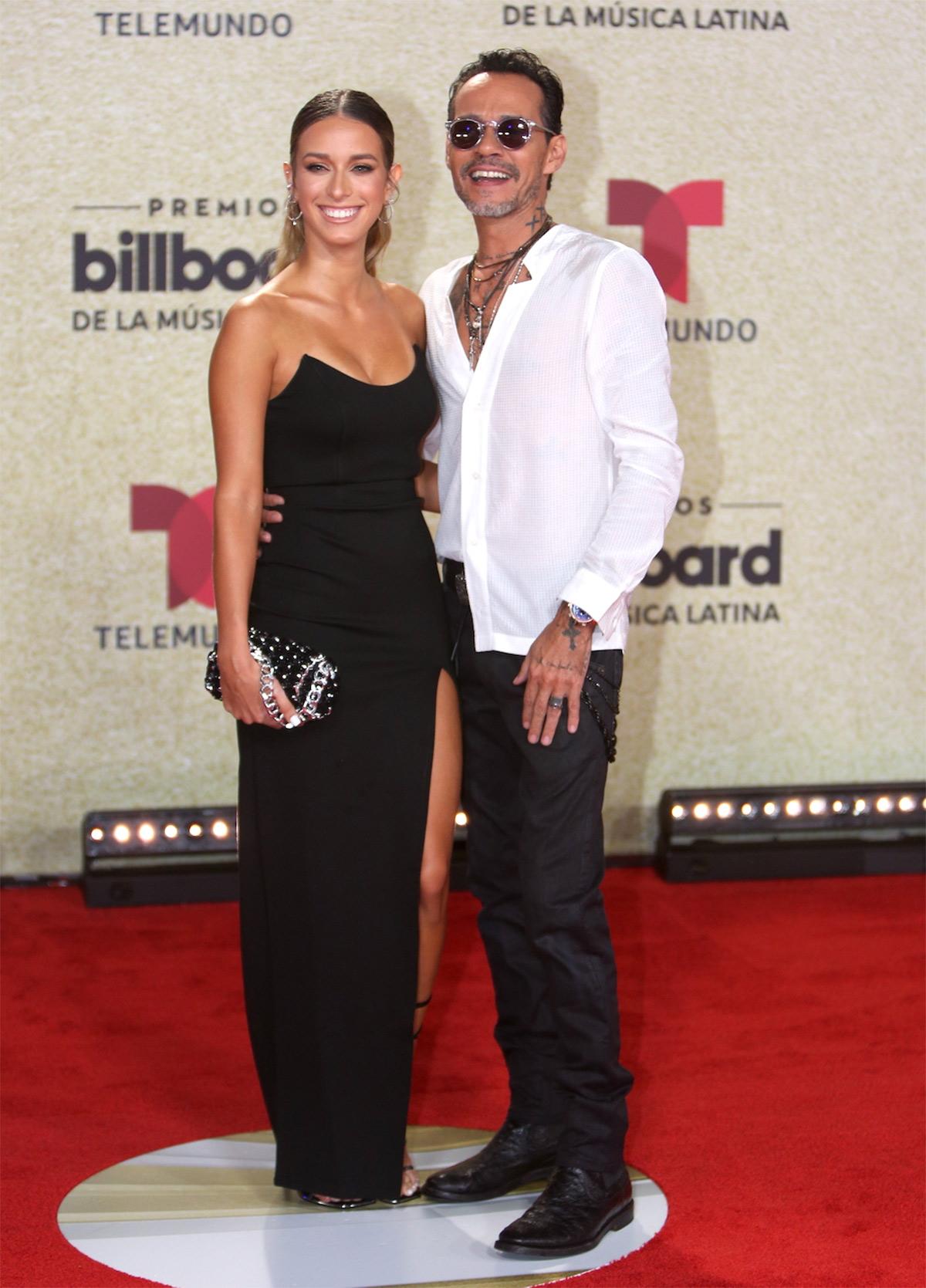 Marc Anthony con Madu en la alfombra roja de los premios Billboard latinos.