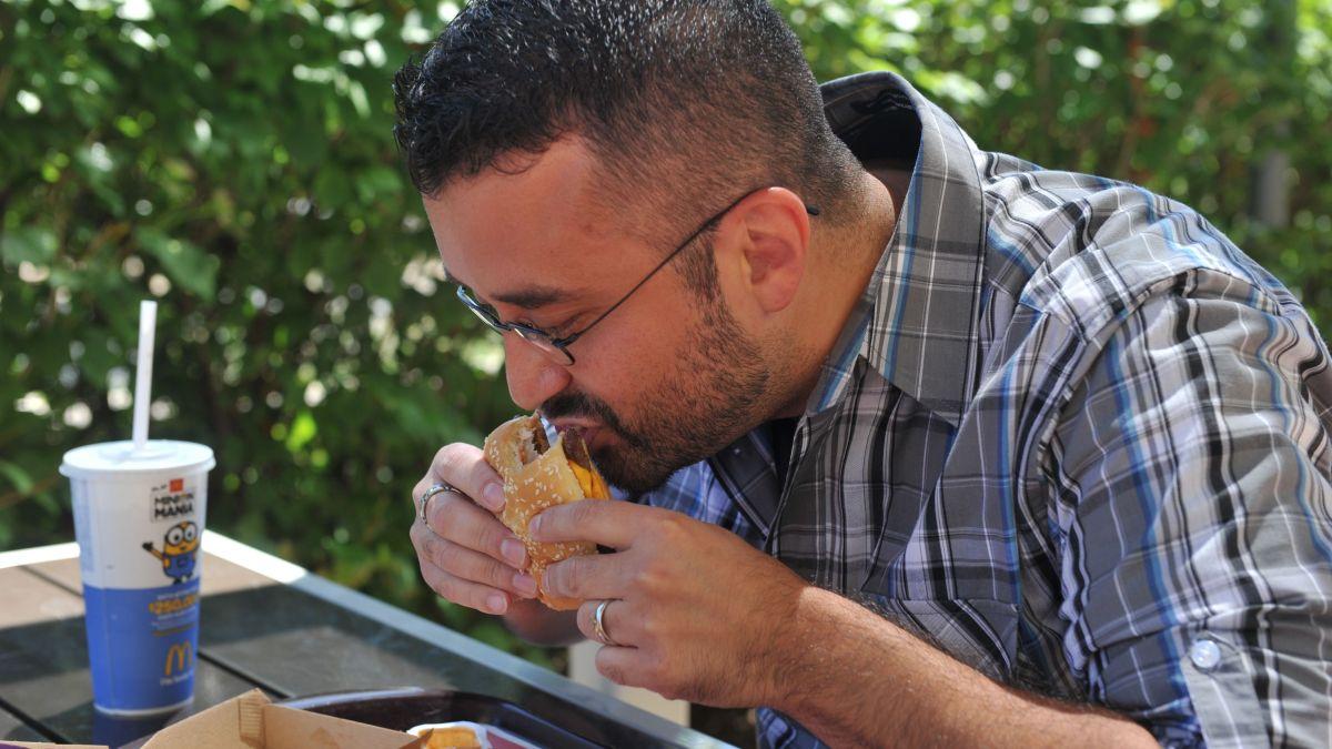 La hamburguesa doble con queso de McDonald's se lanzó originalmente como un artículo promocional en los Estados Unidos en la década de 1950.