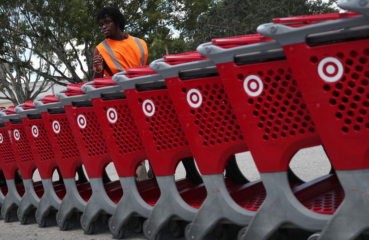 Cabe señalar que mantener a los empleados es un desafío clave en la actualidad, ya que muchas tiendas están batallando por llenar las vacantes.