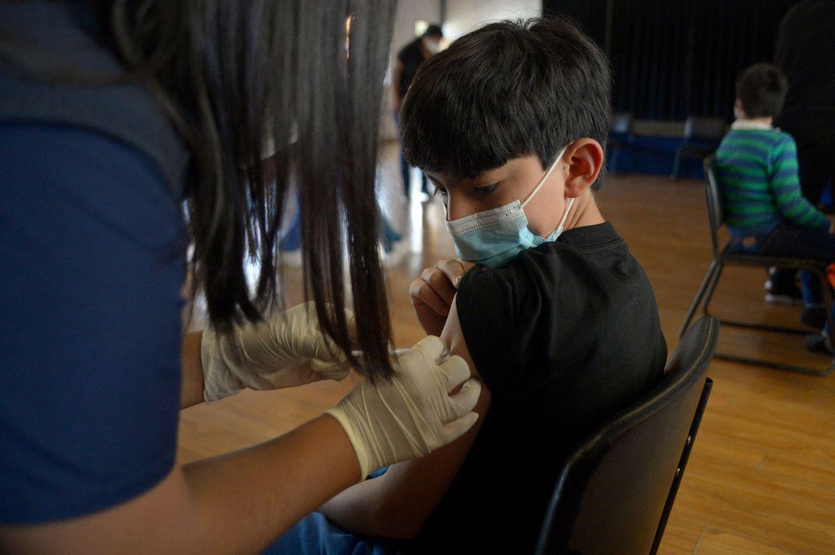 Cada vez son más los países que están vacunando a los menores contra el coronavirus.