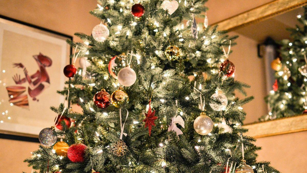 Los proveedores de decoraciones navideñas están batallando por tener suficientes productos navideños disponibles.