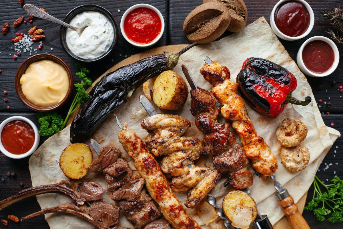 De acuerdo con las recomendaciones de los especialistas, se aconseja no consumir más de 3 onzas de proteína animal por comida.
