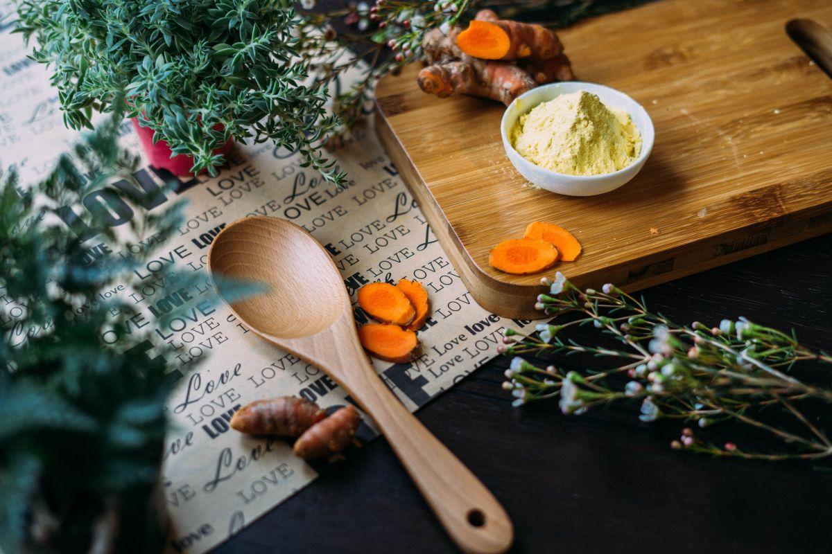 Gozar de un peso saludable, apostar por una dieta basada en plantas e integrar el consumo de especias y suplementos herbales; son enfoques fundamentales en el buen manejo de la artritis.