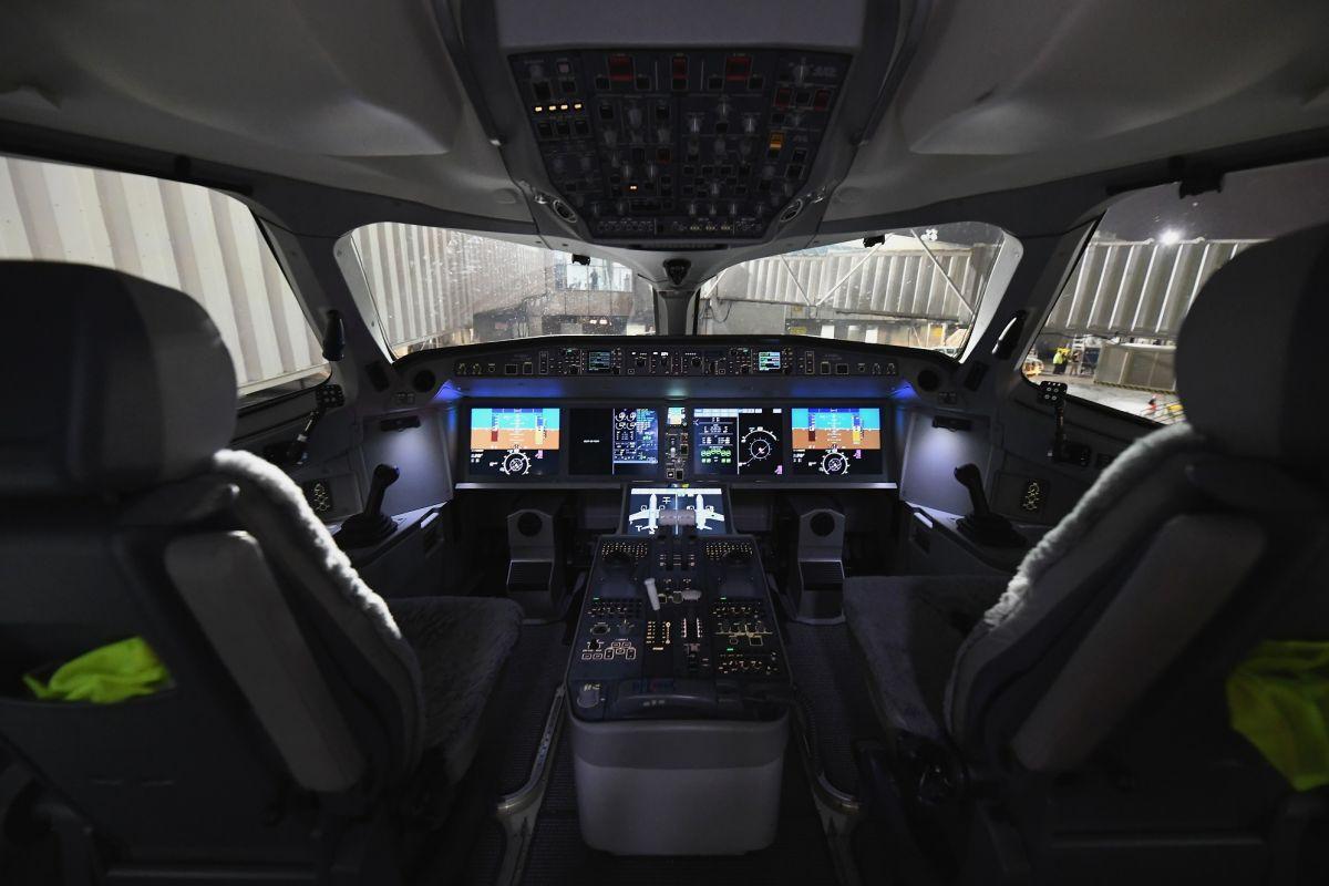 """""""Estamos declarando emergencia"""", revela grabación de piloto tras pasajero que provoca terror en"""