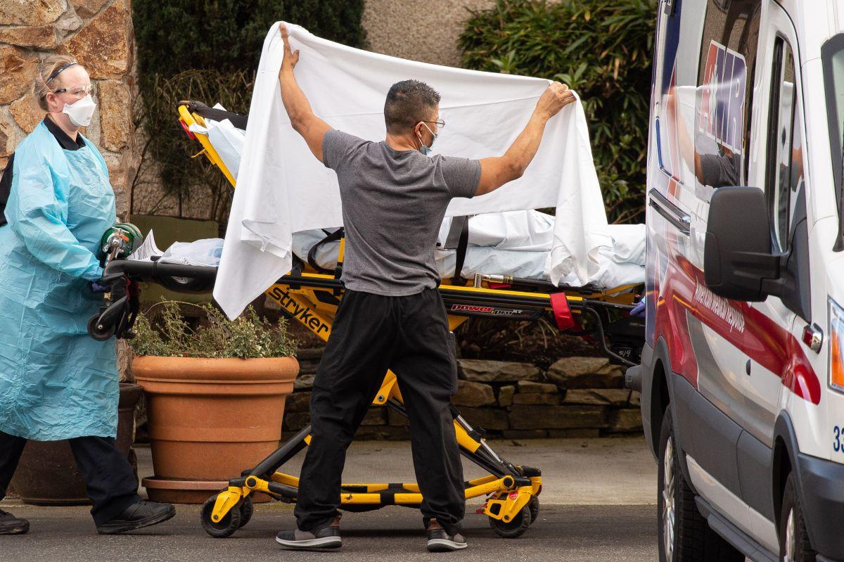 1 de cada 8 estadounidenses dice que un miembro de su familia murió a causa del virus.