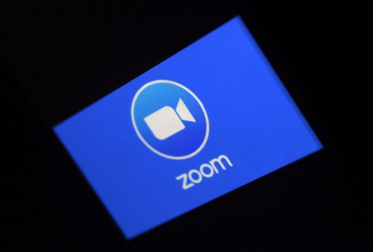 La empresa Zoom enfrenta la demanda de un 'dreamer' que acusa discriminación.