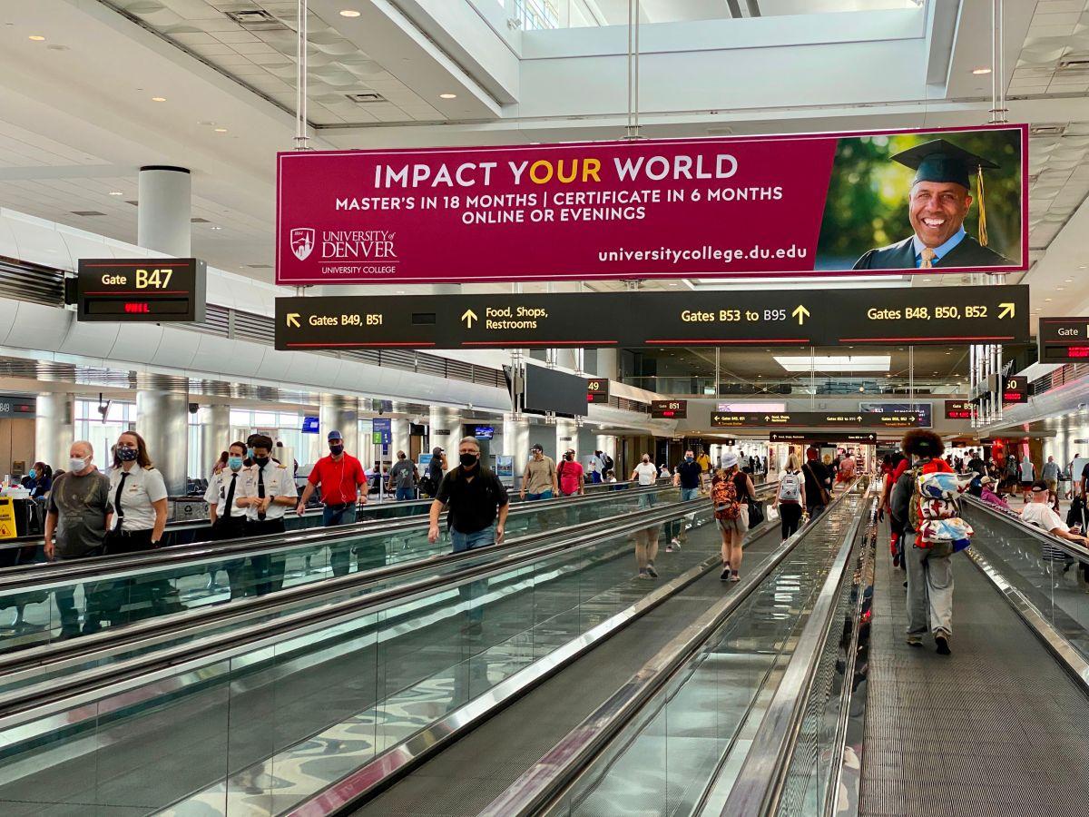 Pasajeros en el Denver International Airport (DIA).