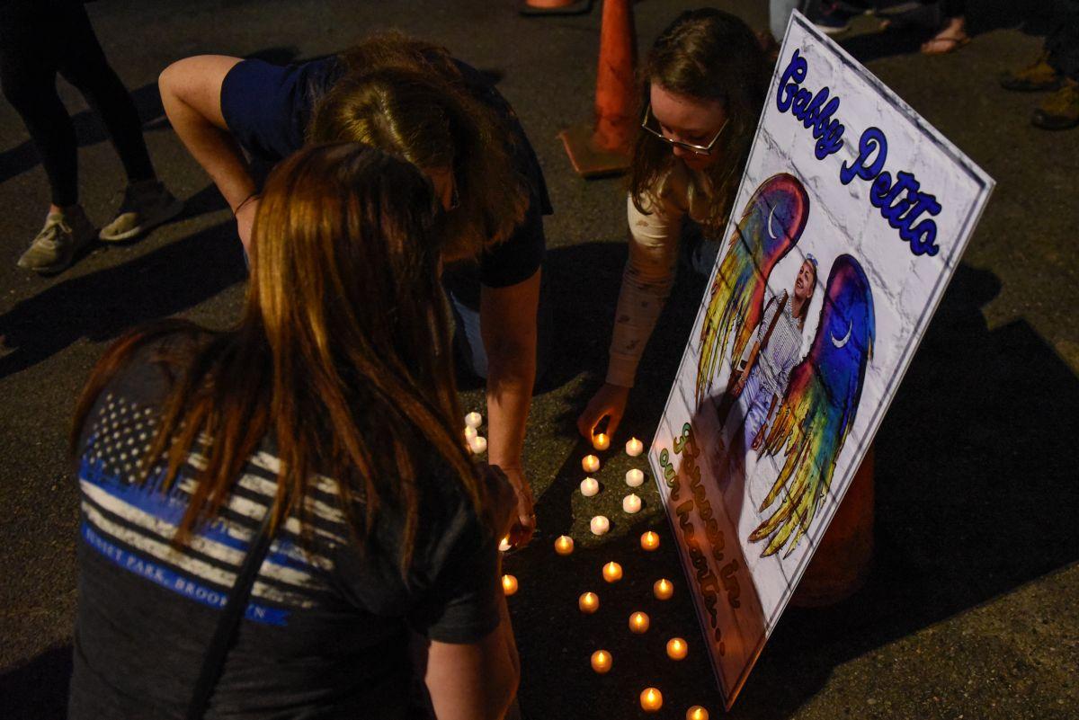 Una vigilia en honor a Gabby Petito en Blue Point, Nueva York, de donde era originaria la joven.
