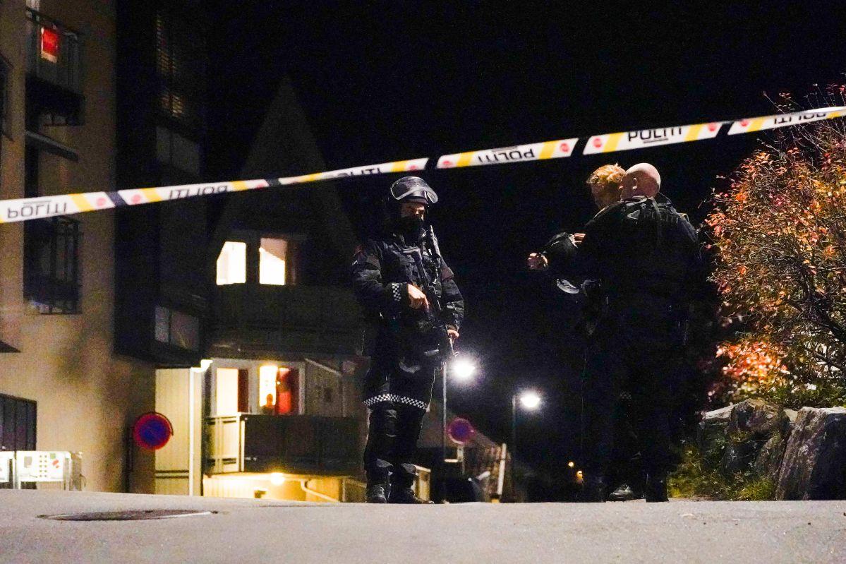 La policía noruega recibió un aviso de que un hombre armado con un arco y flechas se movía por el centro de Kongsberg. (Foto: Getty Images)