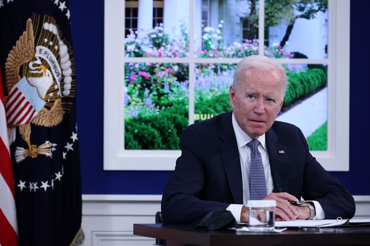 """Social media users mock Biden for using fake studio simulating the White House """"Rose Garden"""" for meeting with business leaders"""