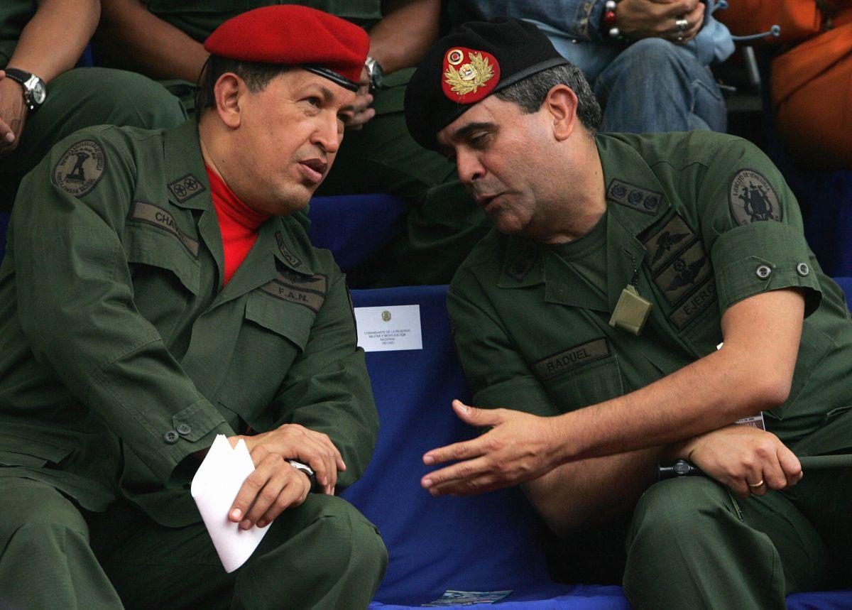 Baduel fue el principal artífice de que Hugo Chávez retornara a la presidencia tras su efímero derrocamiento en 2002.