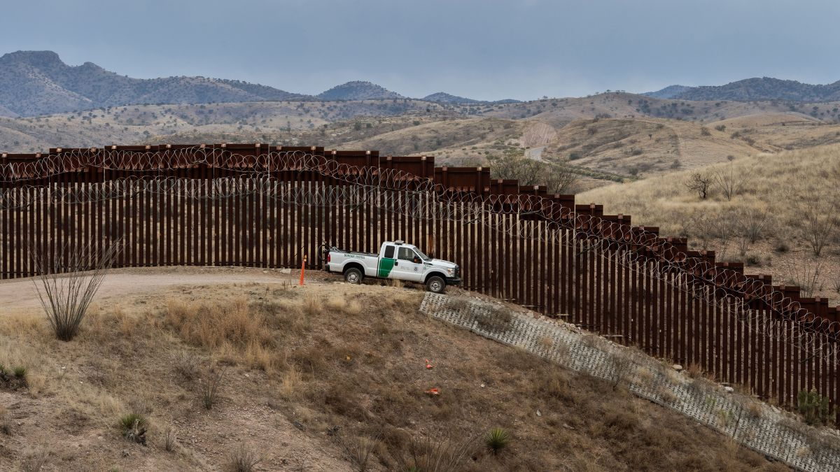 More than $ 100 million in materials that would be for the border wall between the US and Mexico, abandoned in Texas