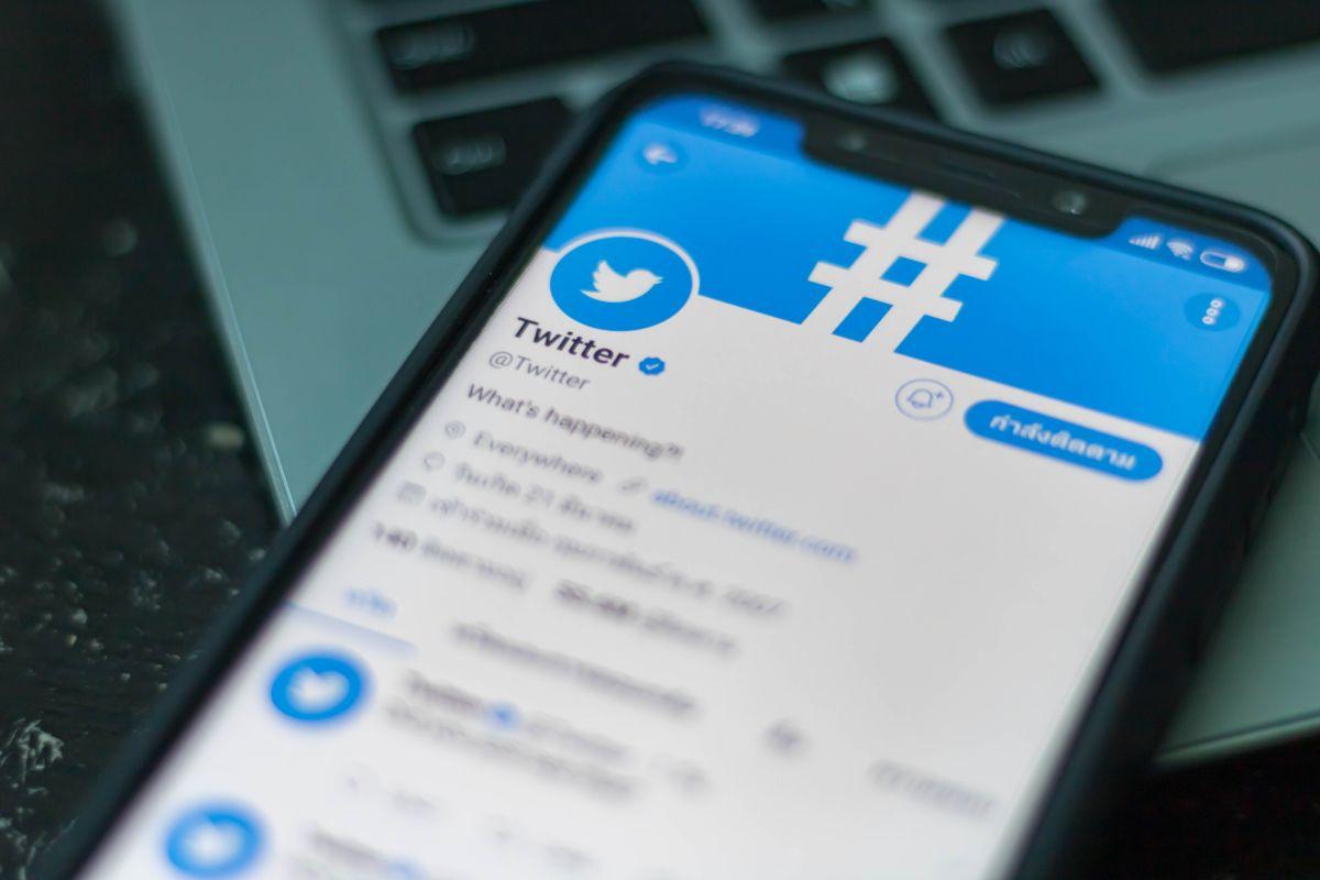 Seguro que te has topado tuits con estos emojis de bandera. ¿Qué significan?